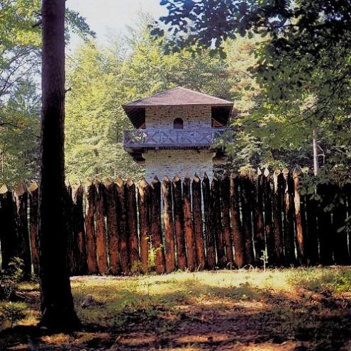 Römischer Wachturm mit Palisade bei Grab